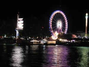 Foto vom Zürifäscht 2007 mit dem Riesenrad bei Nacht und dem Zürichsee