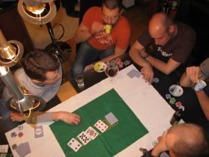 Foto mit Pokertisch und Pokerkarten am sturmfreien Abend